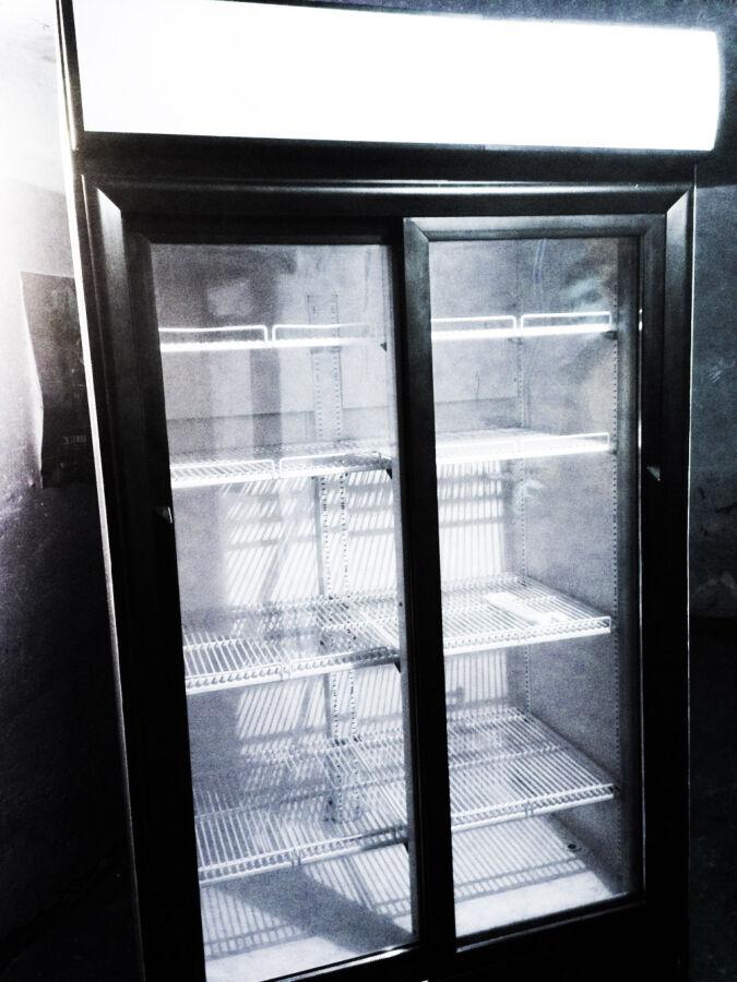 Шкаф витринный холодильник б/у от 700л, стеклянная раздвижная дверь