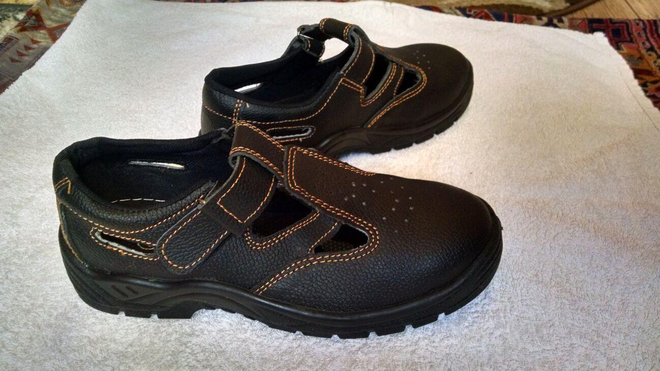 Продам ботинки с металлическим носком.