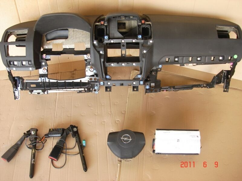 Б/у торпедо/накладка для Opel Zafira