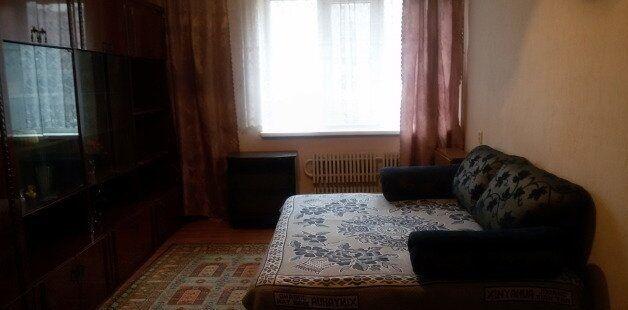 Сдам отдельную комнату девушке ул. СКД ( 6 школа)