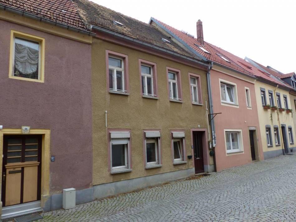 В Германии, недорого - 3-этажный дом в центре города