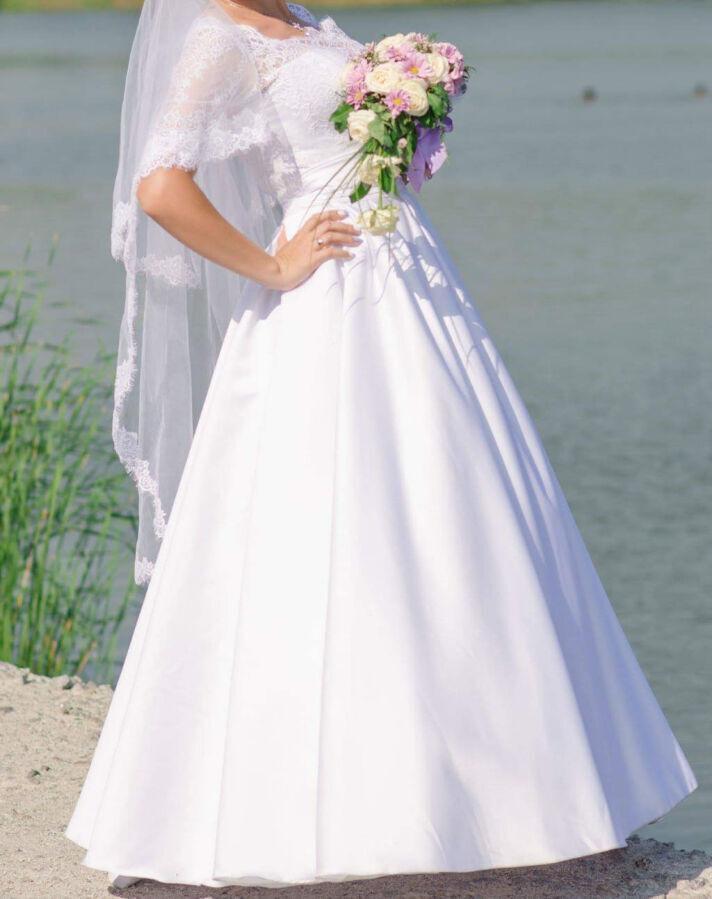 Гарна весільна сукня!