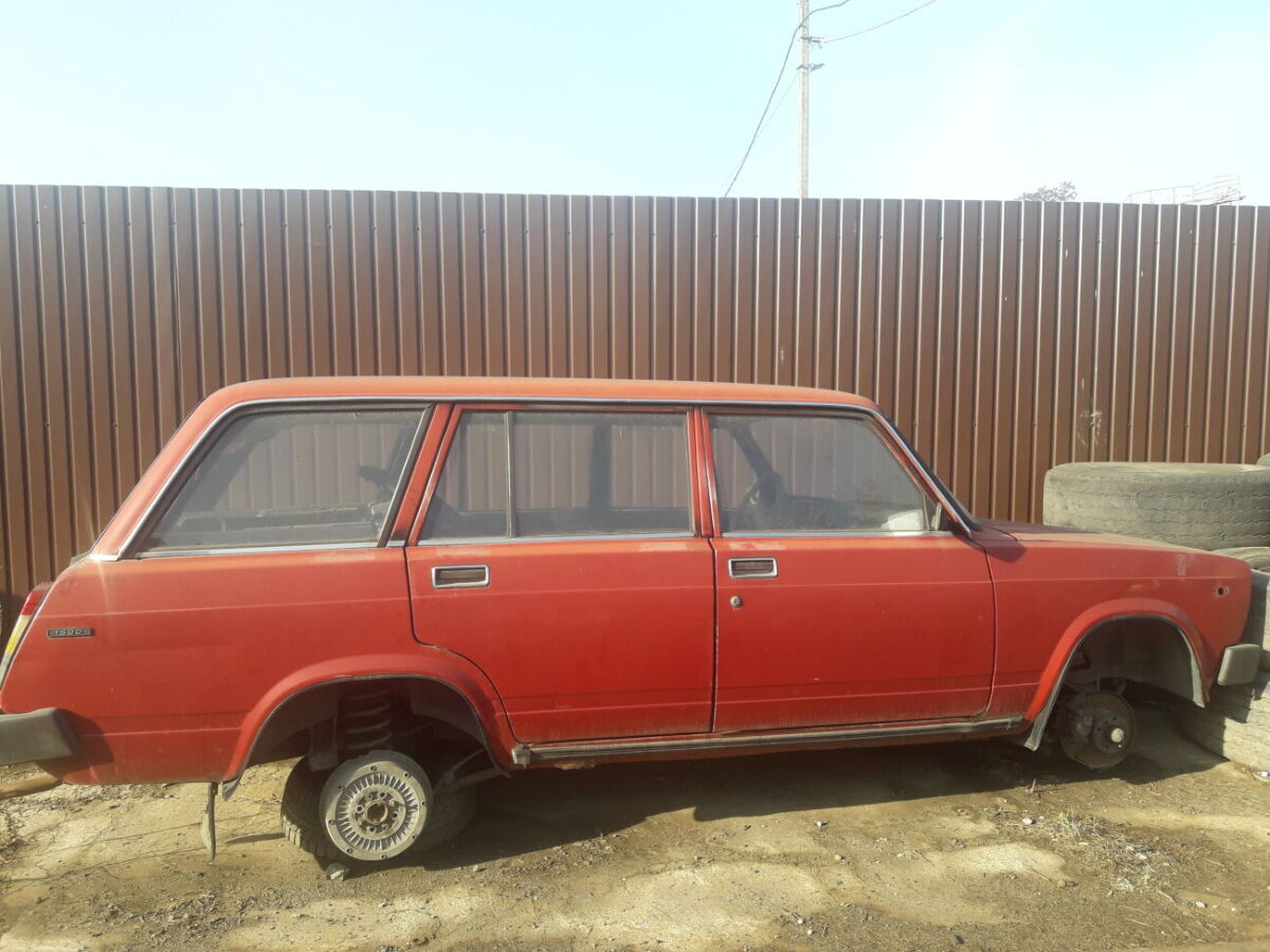 продажа легкового автомобiля ВАЗ -2104