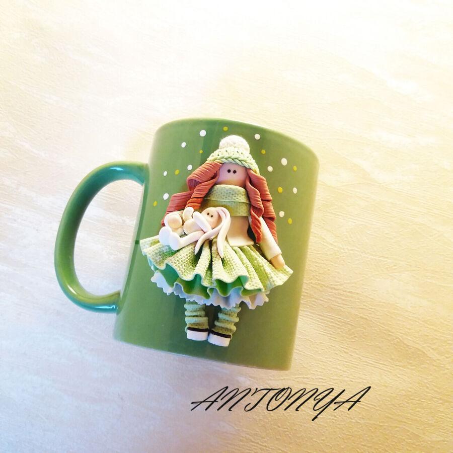 Чашка(кружка) зеленая с куколкой