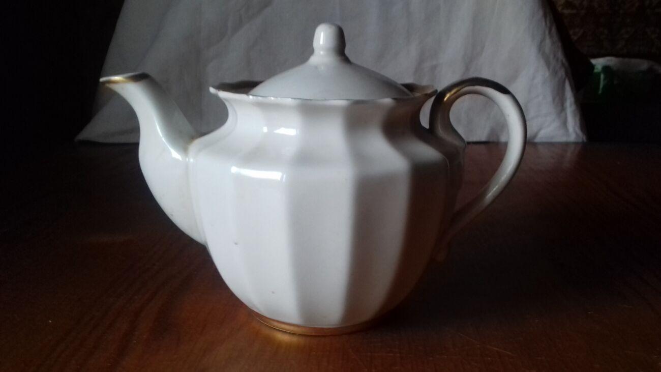 Продам б/у заварной чайник (0,6 литра)
