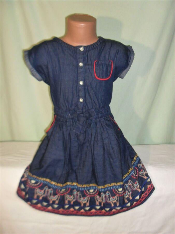 Джинсовое платье с вышивкой на 5-6лет