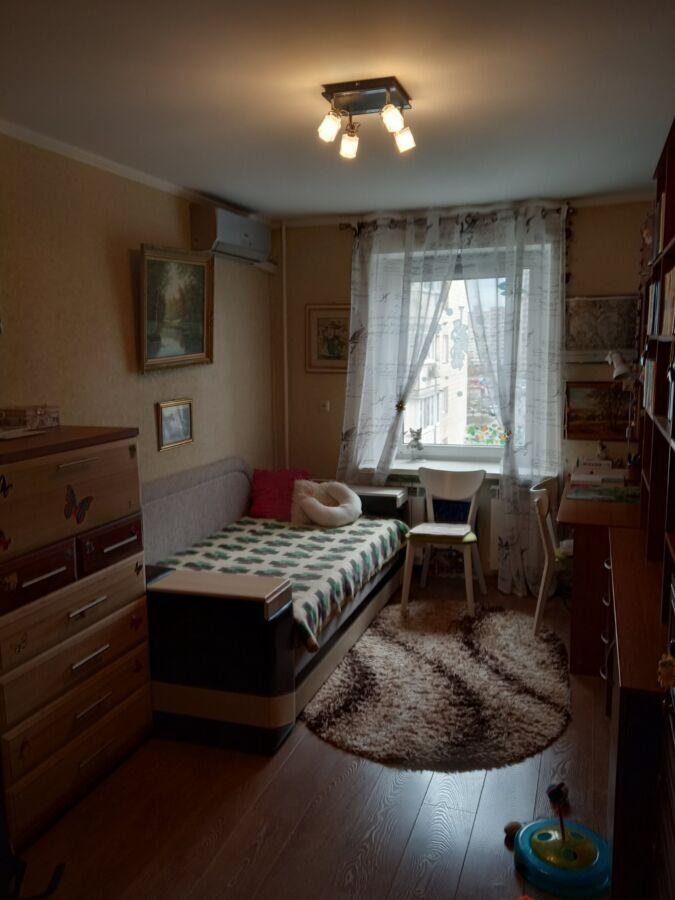 Комната для девушки. ул.Ревуцкого