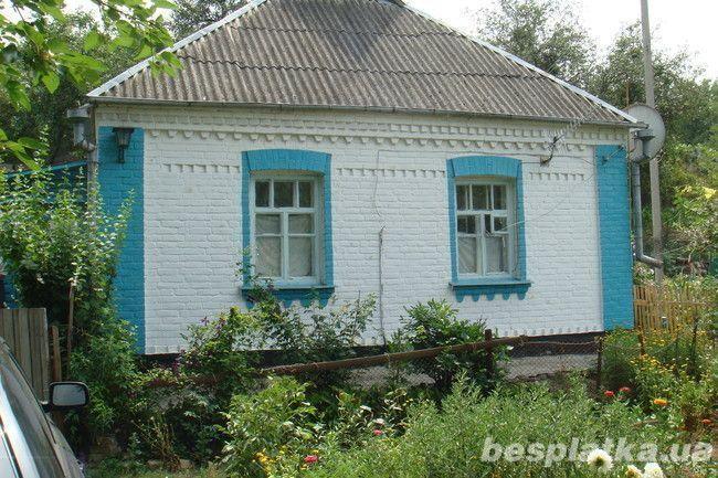 Добротный дом с большим участком.