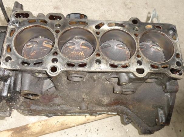 Продам двигатель нижнюю часть с Мазды 626 GF хетч.
