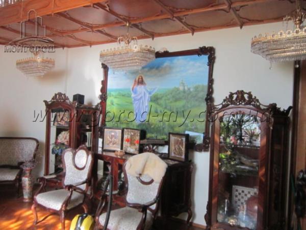 Продам дом 350 кв.м. в р-не пр. Гагарина.