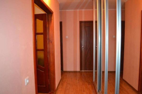 ВНИМАНИЕ!! Продам 3х комнатнотную квартиру на Тополе.