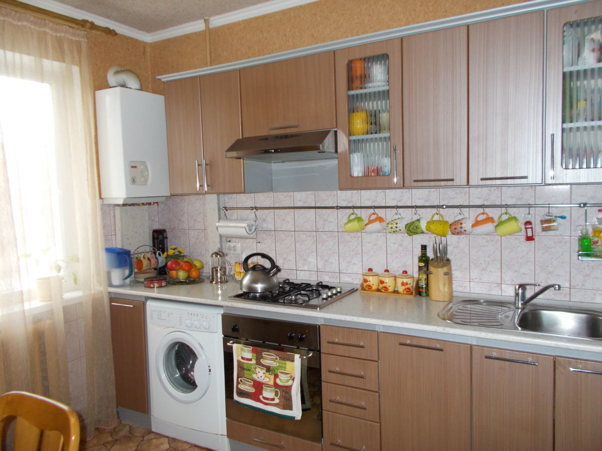 Продам трехкомнатную квартиру по Бульвару Первого Мая