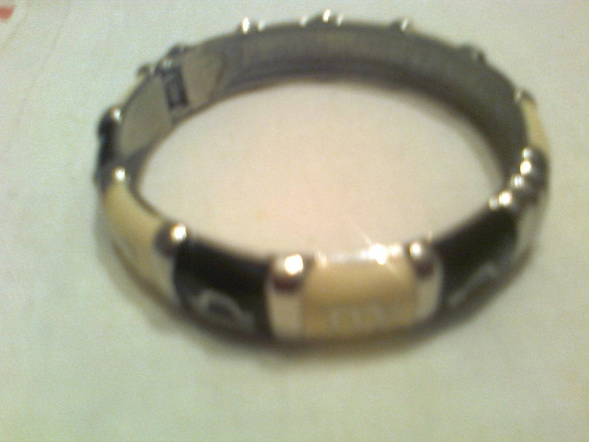 Фото 2 - Оригинальный металлический  браслет , на черном и кофейном фоне-буквы