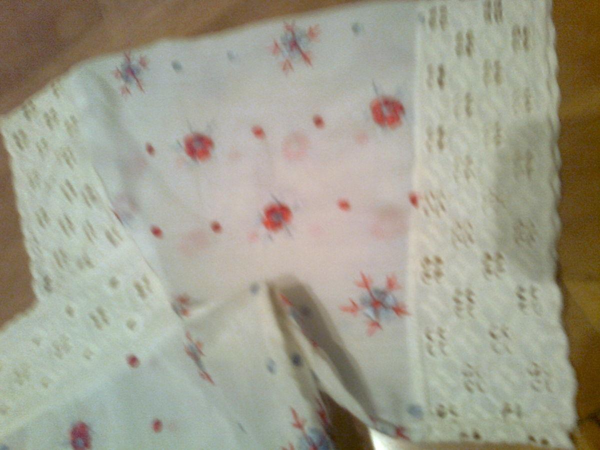 Фото 4 - Красивая белая кофта с вышитыми цветами-ручная работа