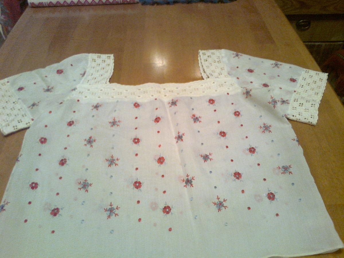 Фото - Красивая белая кофта с вышитыми цветами-ручная работа