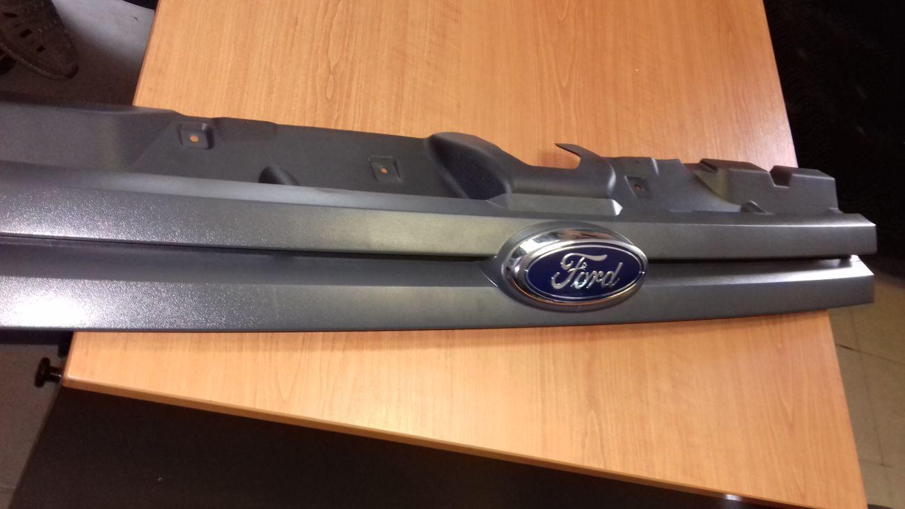 Фото 3 - Решетка радиатора с 2006года Оригинал Ford Connect