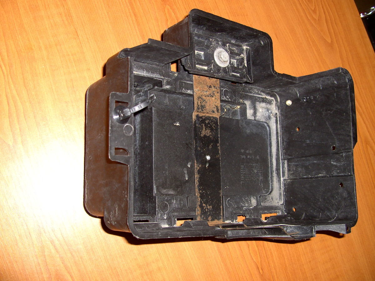 Фото 5 - Полка(коробка) под аккумулятор Ford Connect