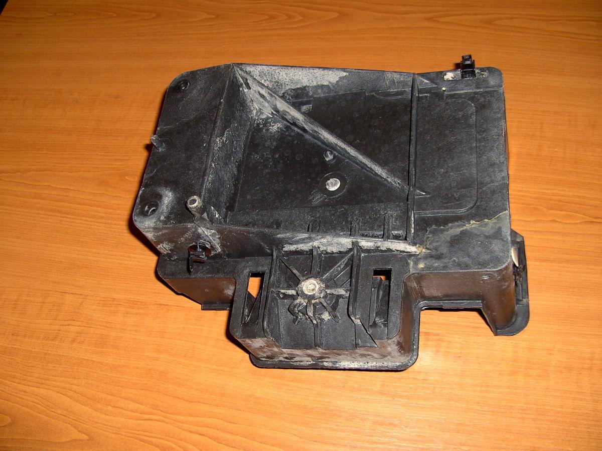 Фото 4 - Полка(коробка) под аккумулятор Ford Connect