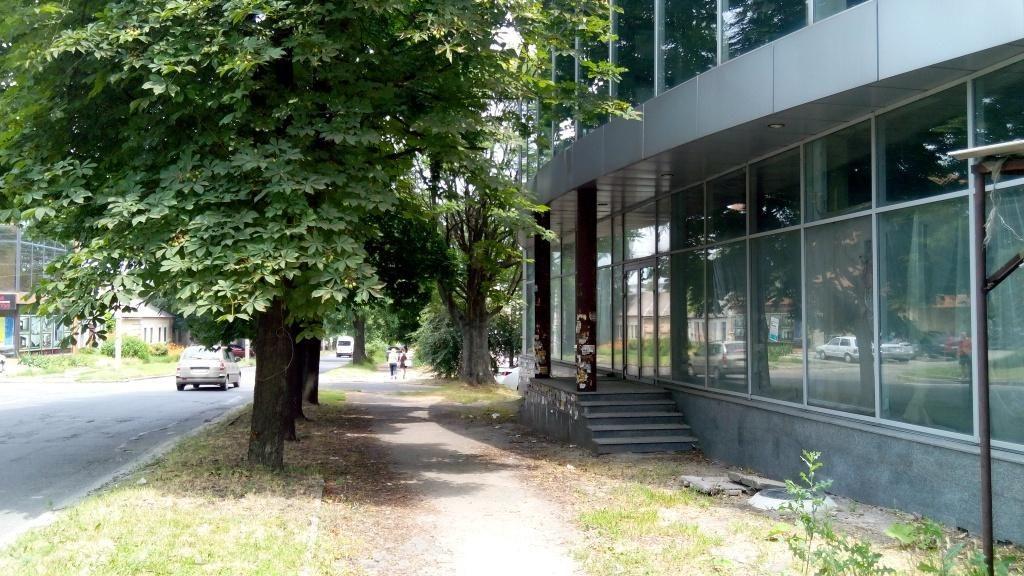 Отдельно-стоящее торгово-офисное здание на Артёма