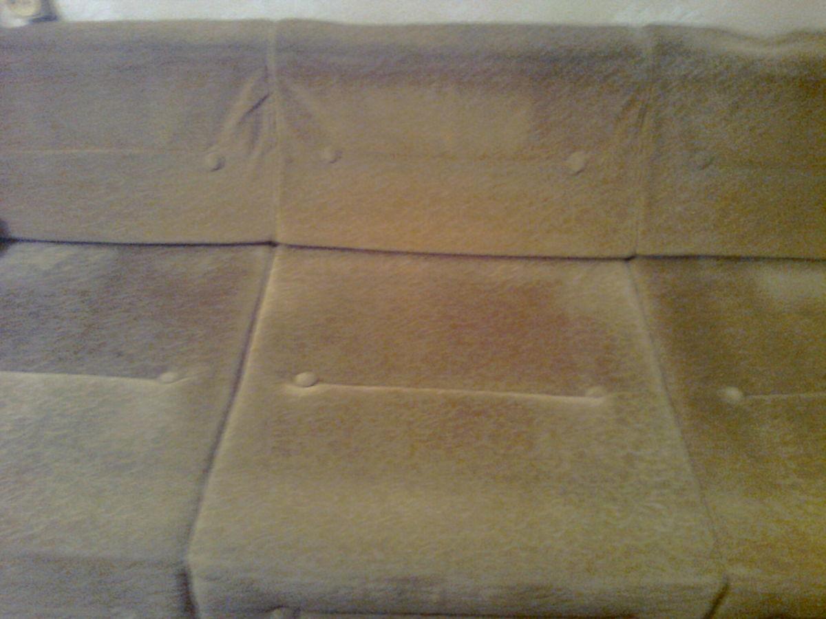 Фото 2 - Велюровый диван кремового цвета, длина -190 см,ширина-72 см