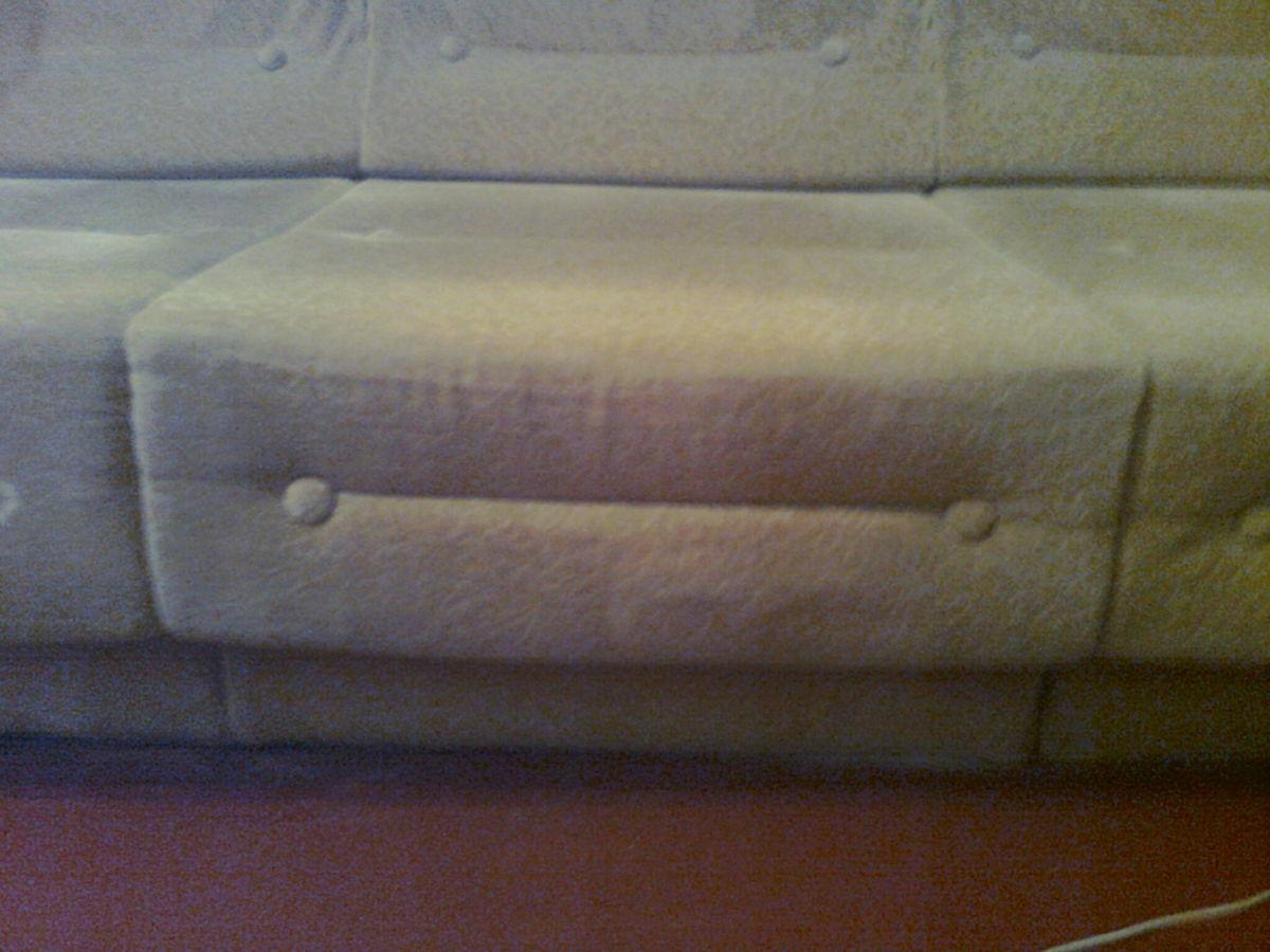 Фото 4 - Велюровый диван кремового цвета, длина -190 см,ширина-72 см
