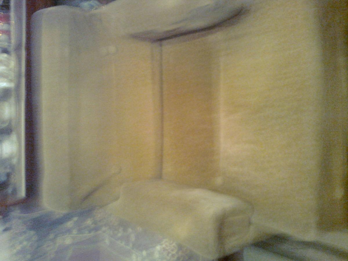 Фото 7 - Велюровое кресло кофейного цвета