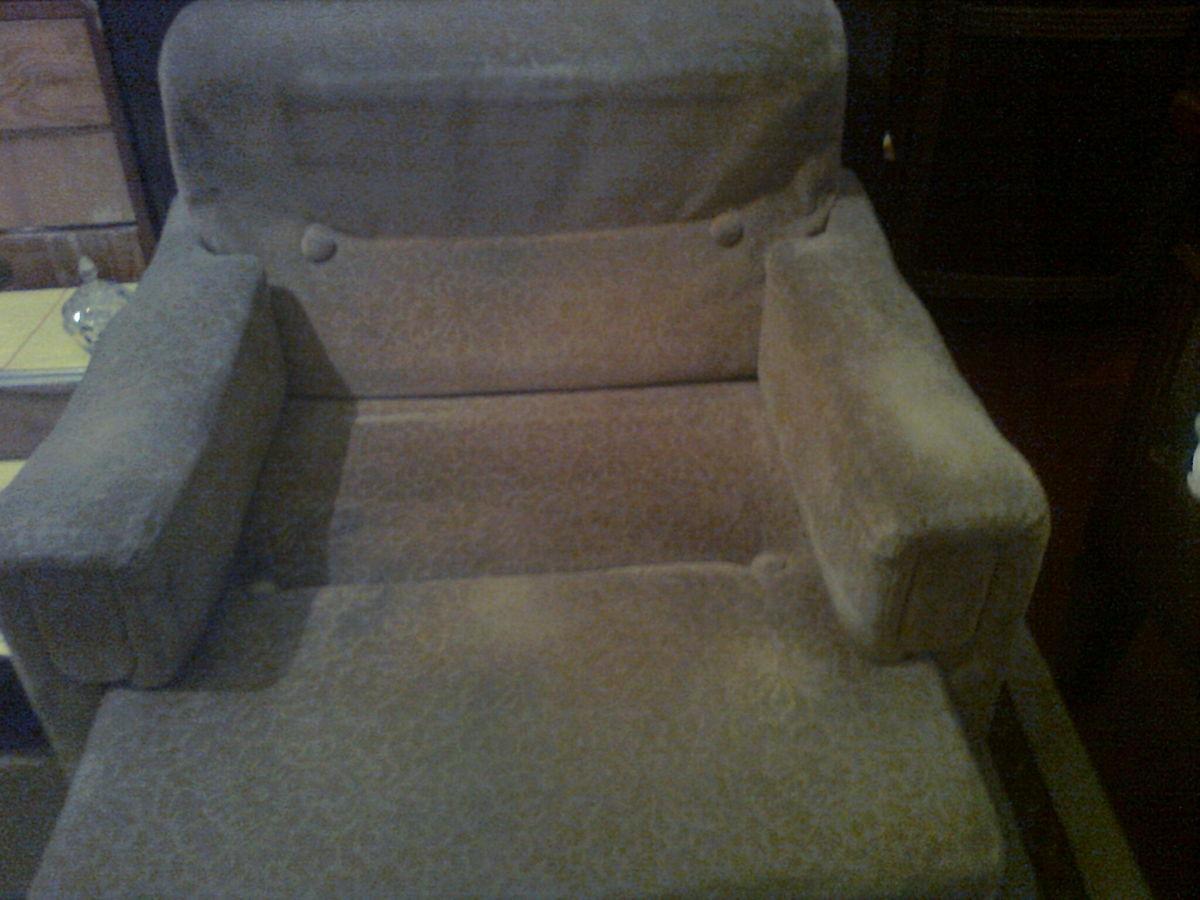 Фото - Велюровое кресло кофейного цвета
