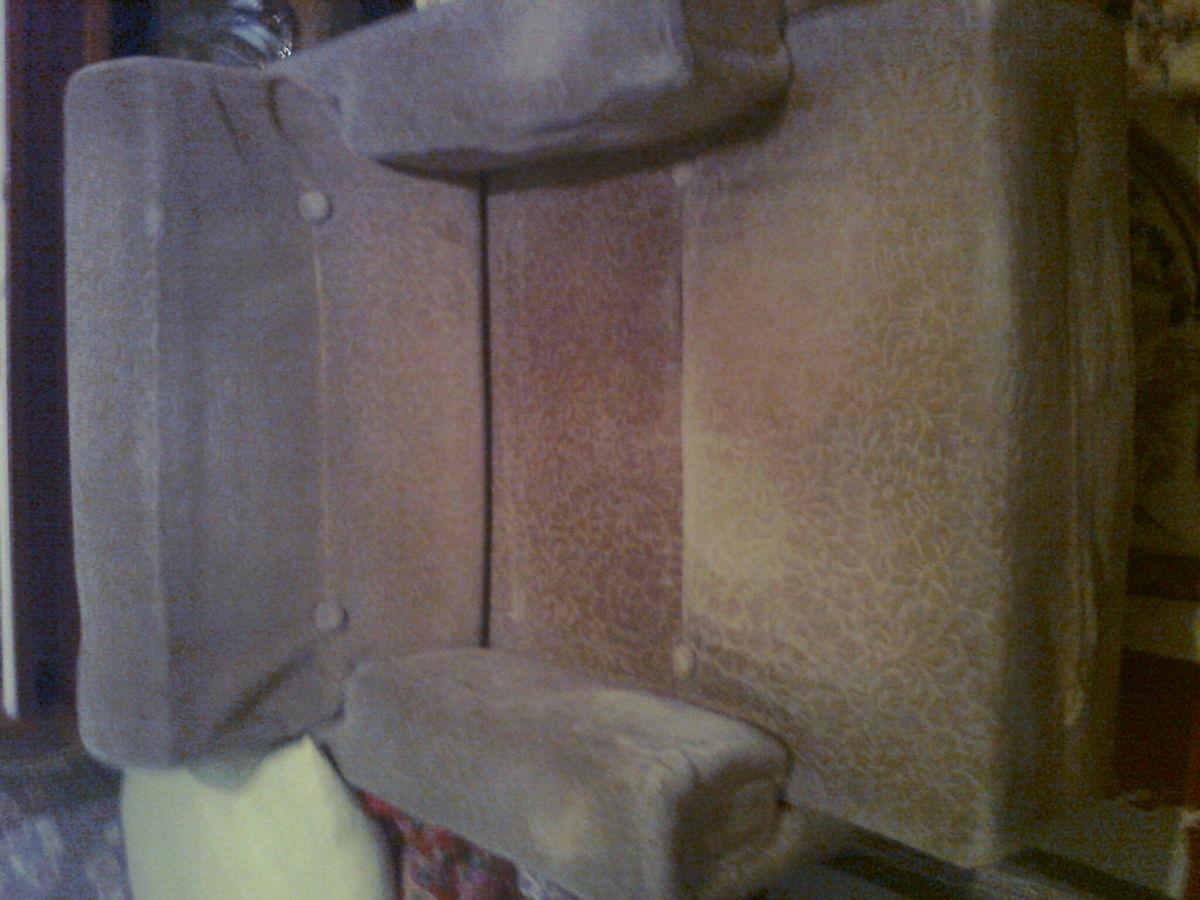 Фото 3 - Велюровое кресло кофейного цвета