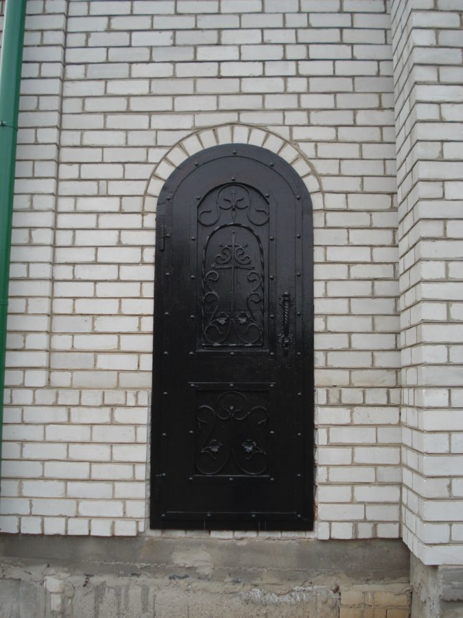 Бронированные входные двери с элементами ковки