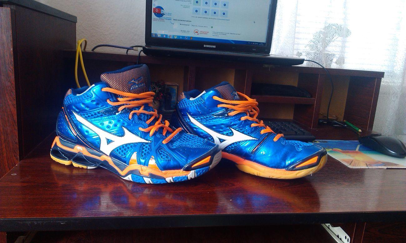 Продам кроссовки волейбольные MIZUNO WAVE TORNADO 9 MID  1 500 грн ... fb19749b32a