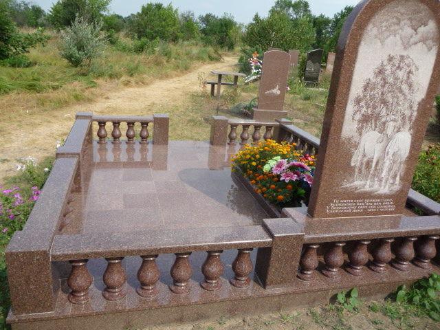 Фото 2 - Изделия из гранита: балясины, памятники, вазы, столешницы, плитка.