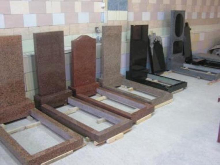 Фото 3 - Изделия из гранита: балясины, памятники, вазы, столешницы, плитка.