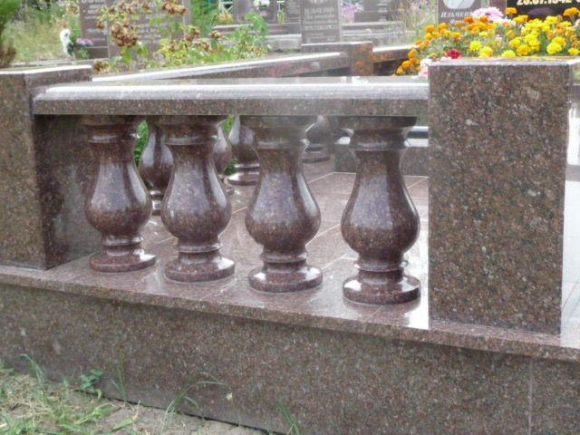 Фото - Изделия из гранита: балясины, памятники, вазы, столешницы, плитка.