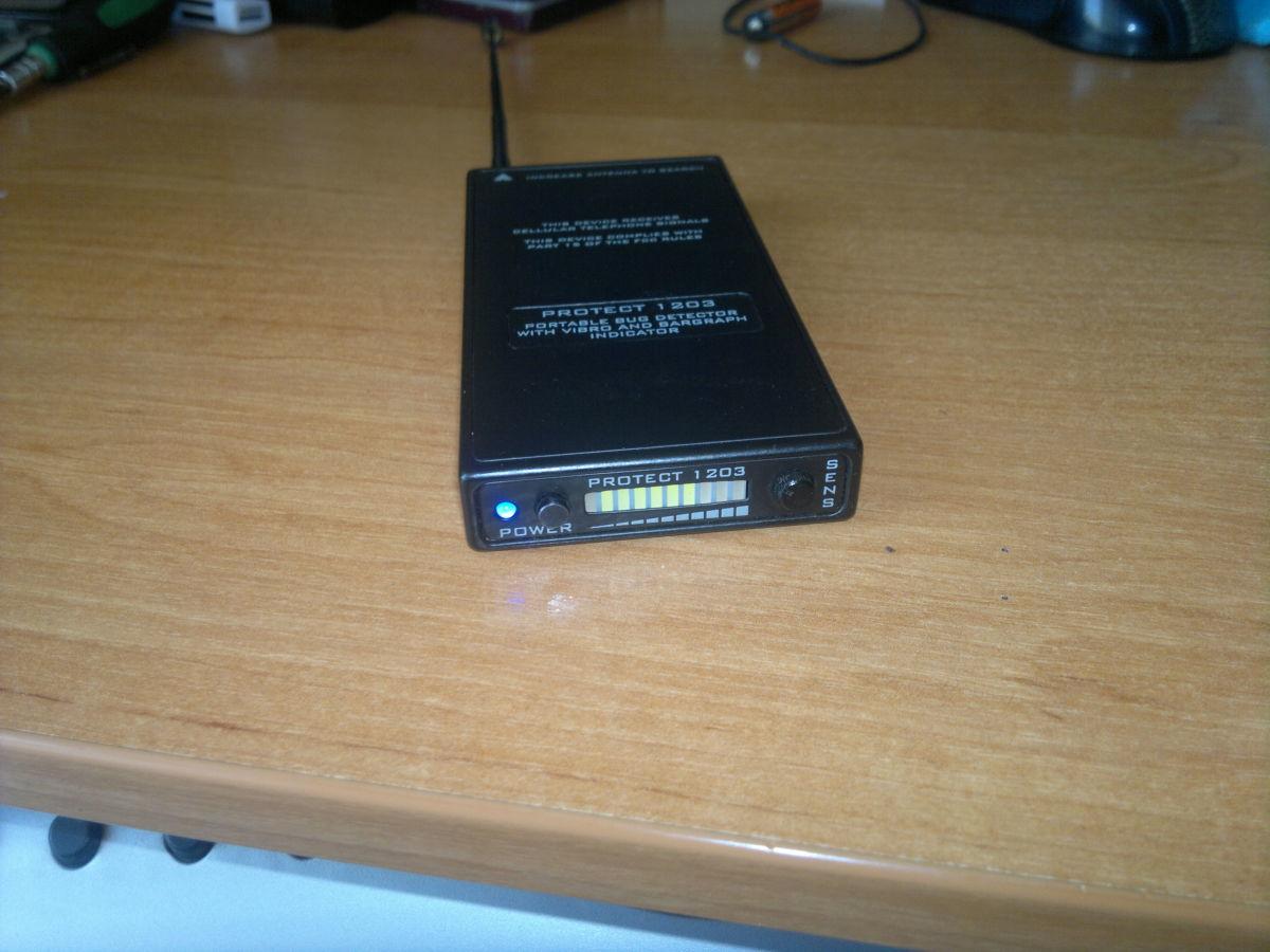 Портативный индикатор поля iProTech Protect 1203