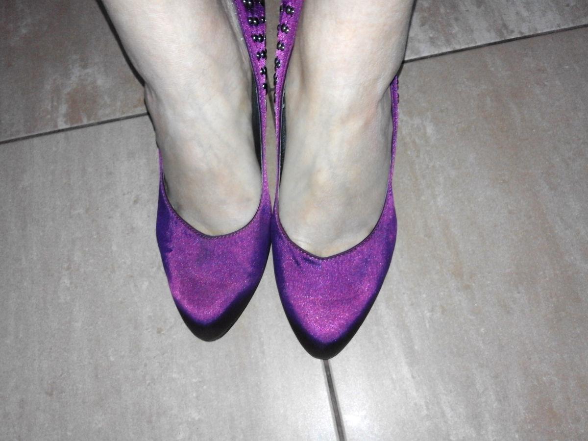 Сиреневые туфли из атласа