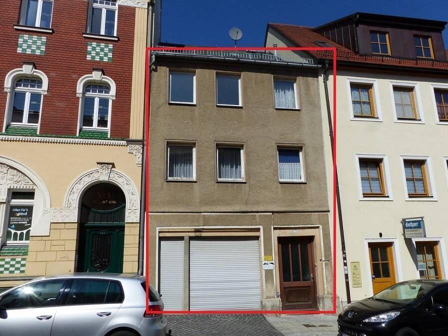 В центре города ФРГ - 3-этажный дом с гаражом и участком под Лейпцигом