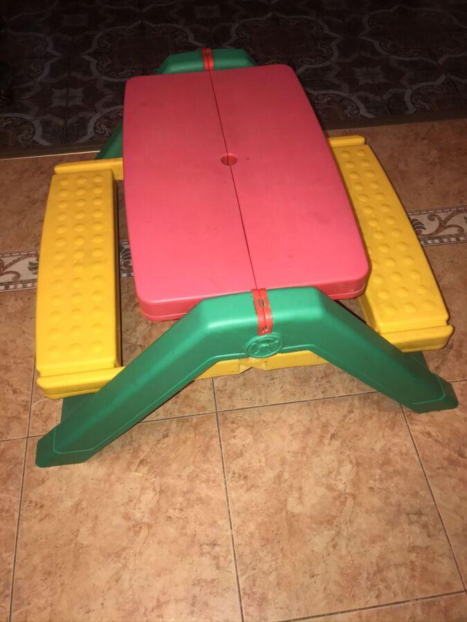 Продам детский пластиковый игровой столик складной, б/у