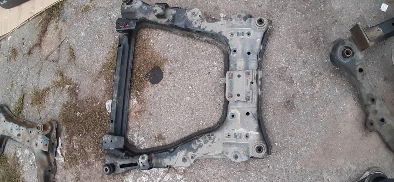 Б/у Передний подрамник балка Nissan Leaf