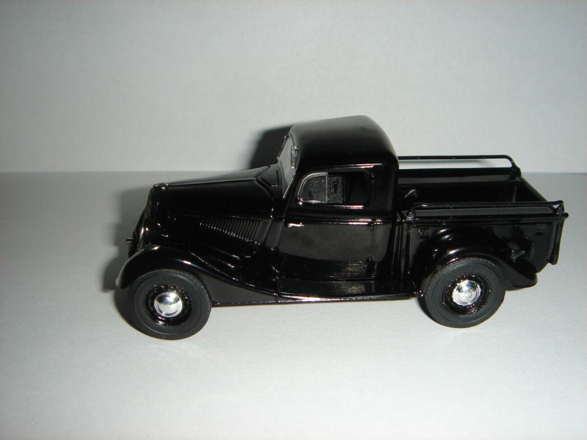 Продам машинку  ГАЗ – М415. 1:43