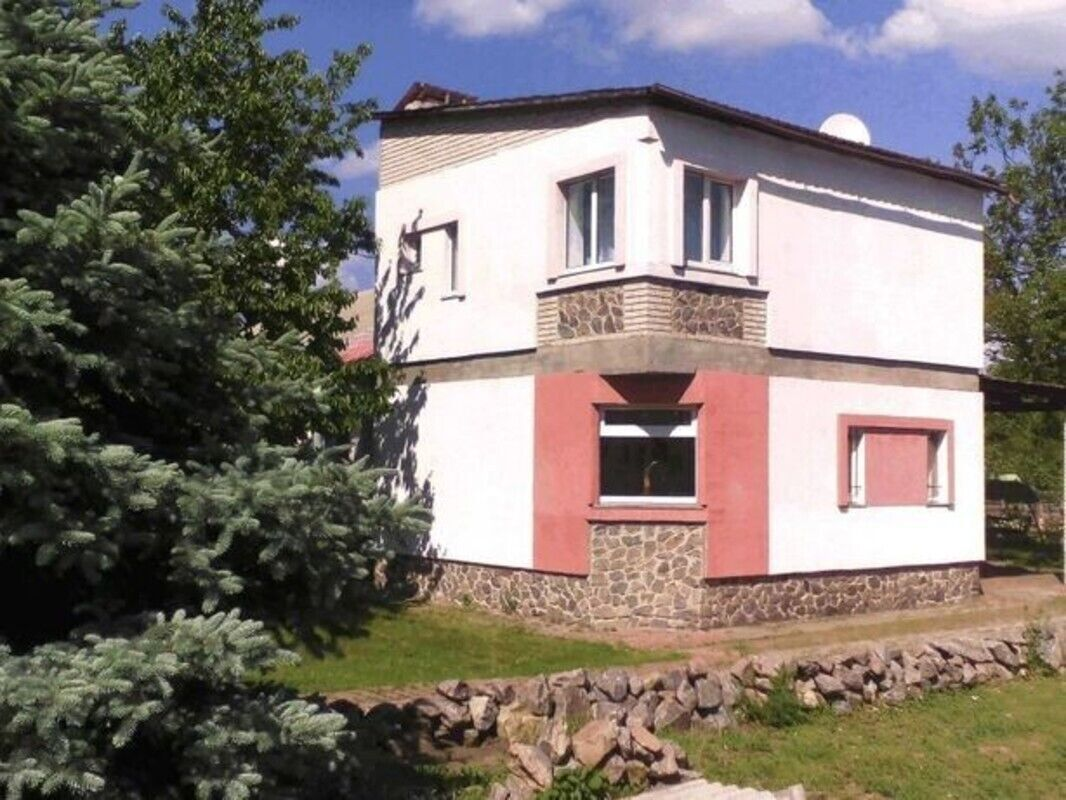 Сдам часть дома с отдельным входом на Червоном шляху возле монастыря.