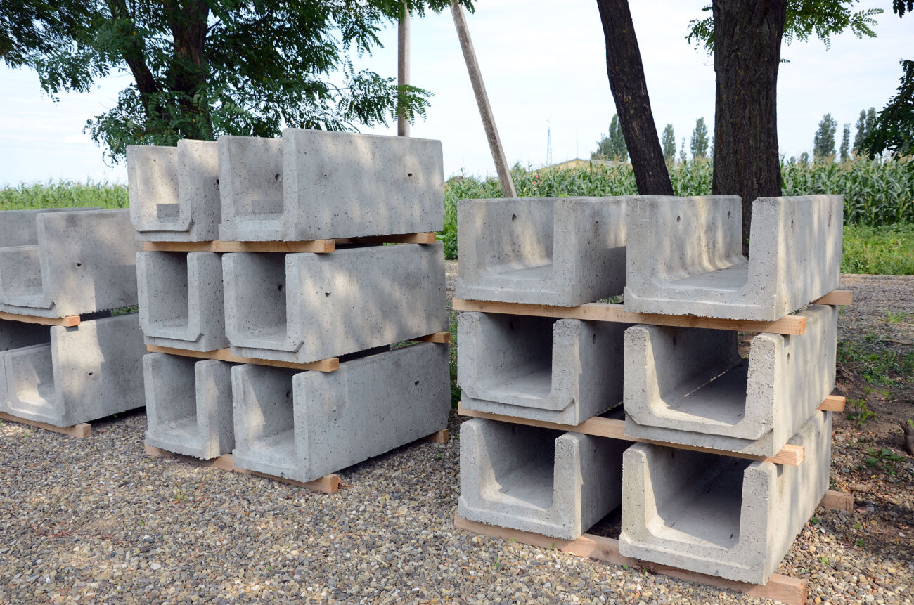 Лотки бетонні водовідвідні, бетонні фоси (жолоби), бетонні решітки