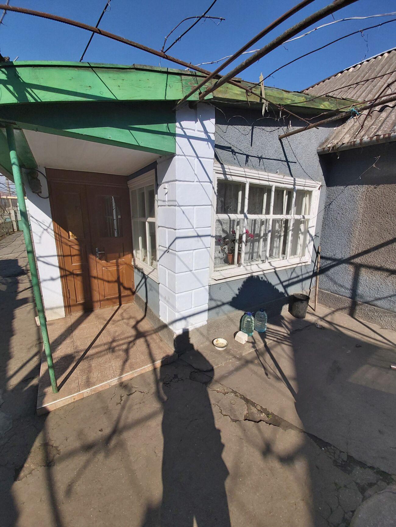 Сдам дом в пгт Александровка.