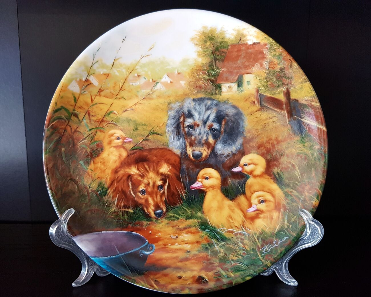 Продам декоративную, фарфоровую, немецкую тарелку с собачками.