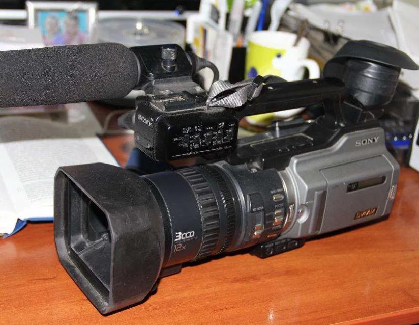 Видеокамера репортерская DVCAM Sony PD-170P