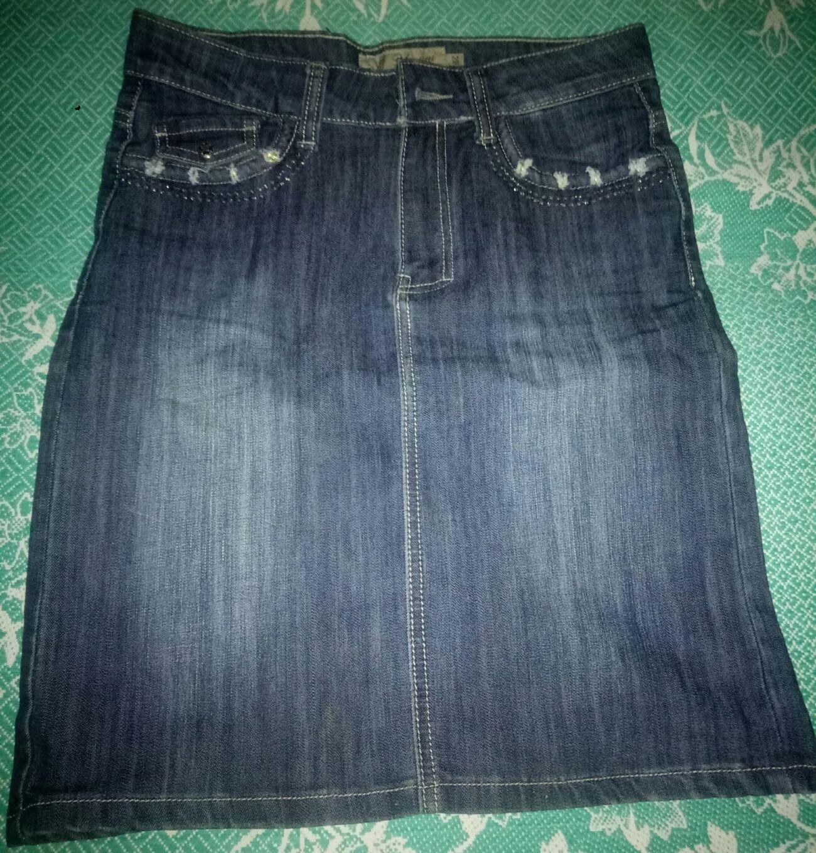 Стильная джинсовая юбка до колена