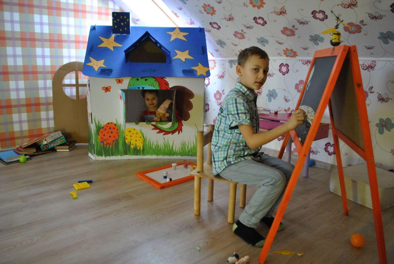 Картонный детский домик для разрисовки