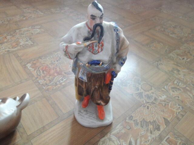 фарфоровая статуэтка.-козак