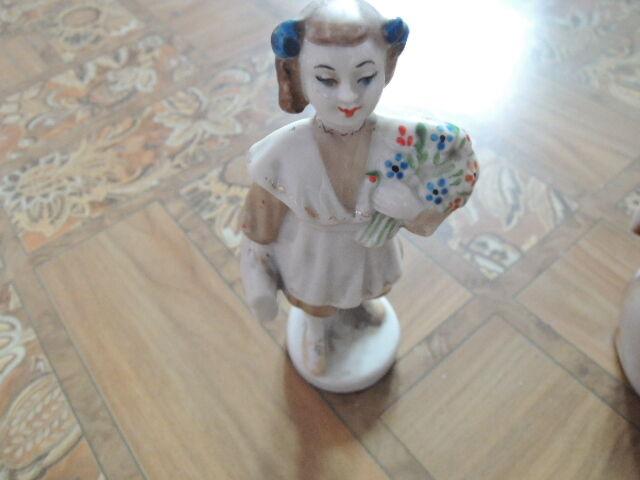 фарфоровая статуэтка -школьница