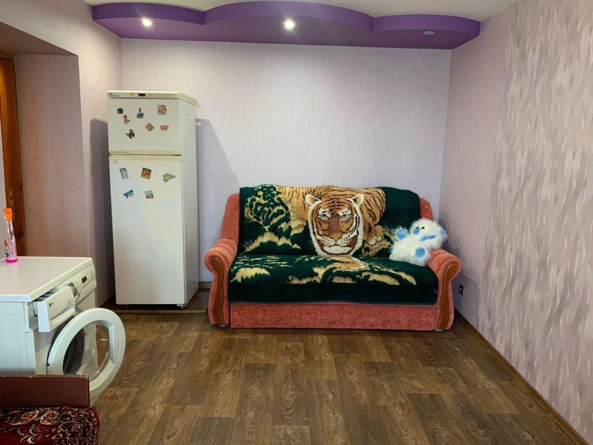 Продам 1 комнатную гостинку, квартиру рядом с метро Завод Малышева