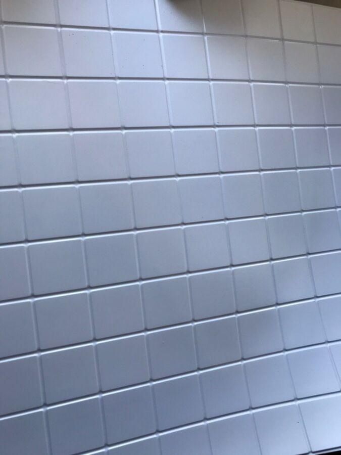 Декоративная ПВХ панель Терраца белая 485*960 мм